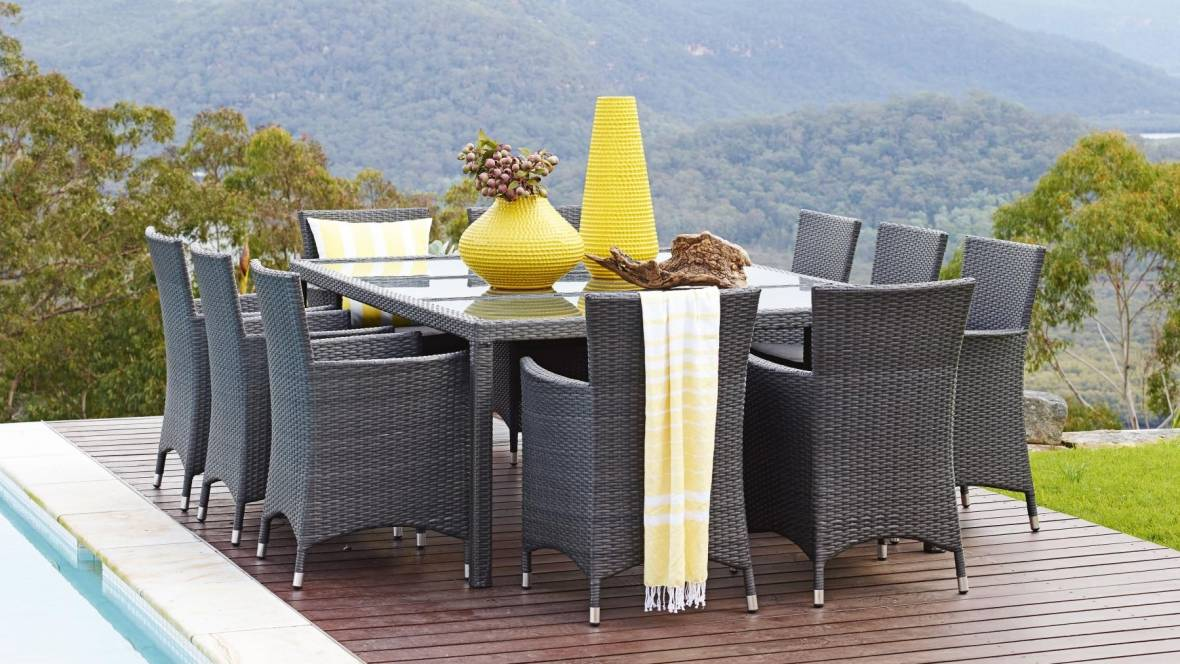 Newport Outdoor Dining Setting