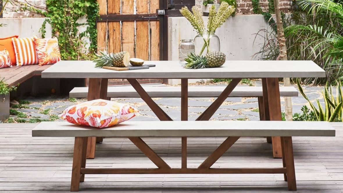 Munich Outdoor Rectangular Bench Setting