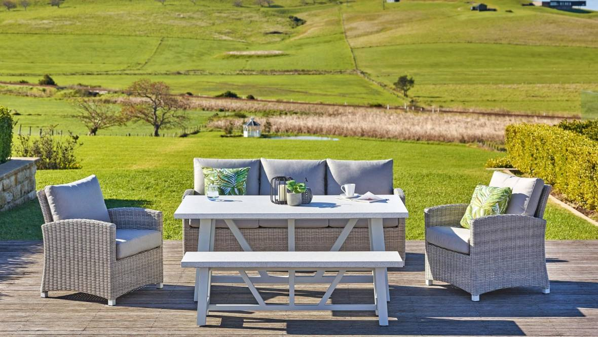 Sonic 5-Piece Outdoor Lounge/Dining Setting