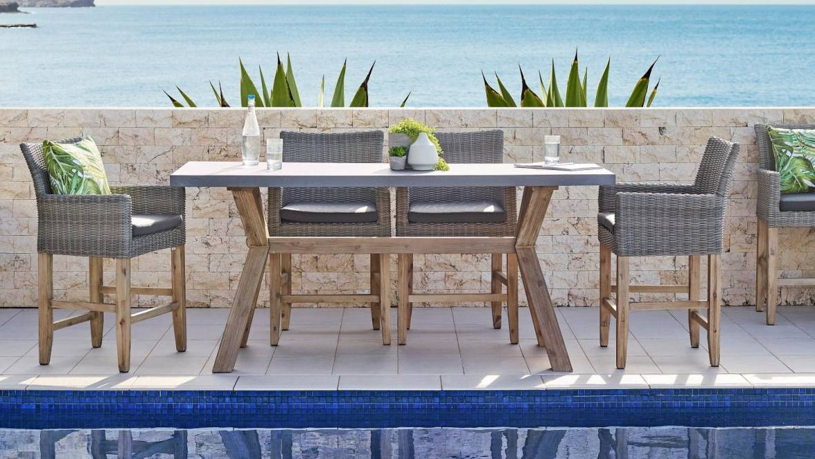 Paso Outdoor Bar Table