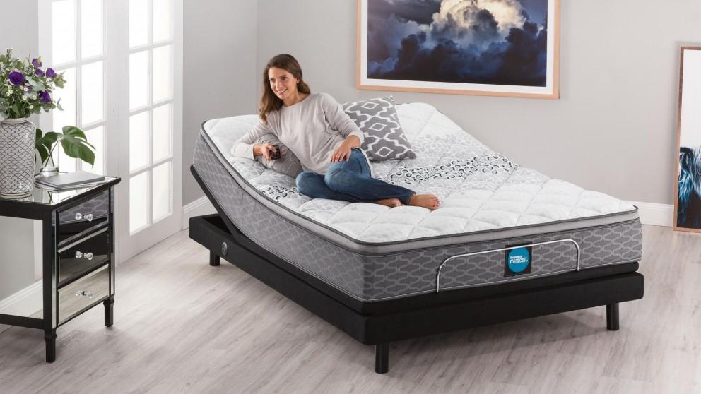 SleepMaker Miracoil Flex Comfort Medium Queen Mattress