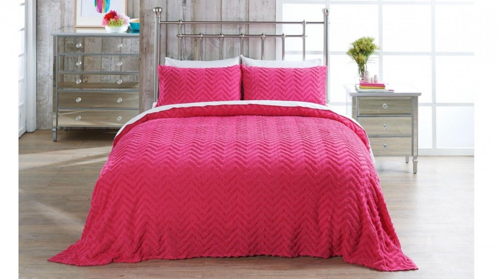 L'Avenue Heather Fushia Coverlet Set - Queen/King