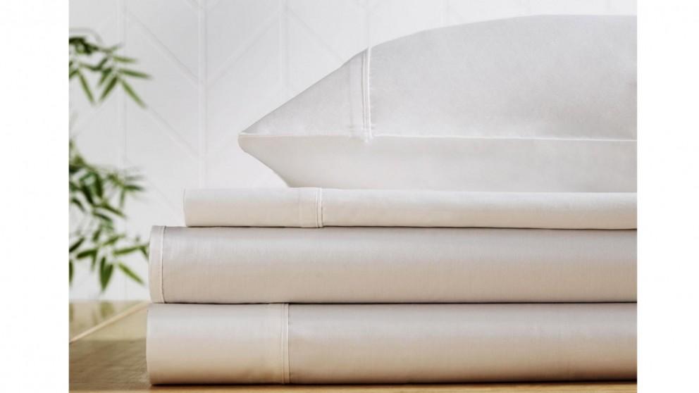 L'Avenue 300 Thread Count White Sheet Set