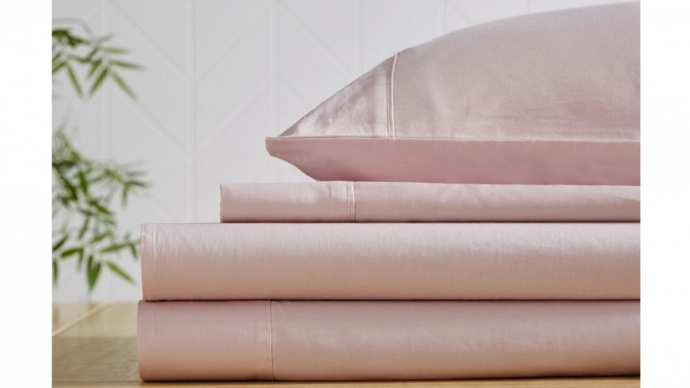 L'Avenue 300 Thread Count Blush Fitted Sheet - Double