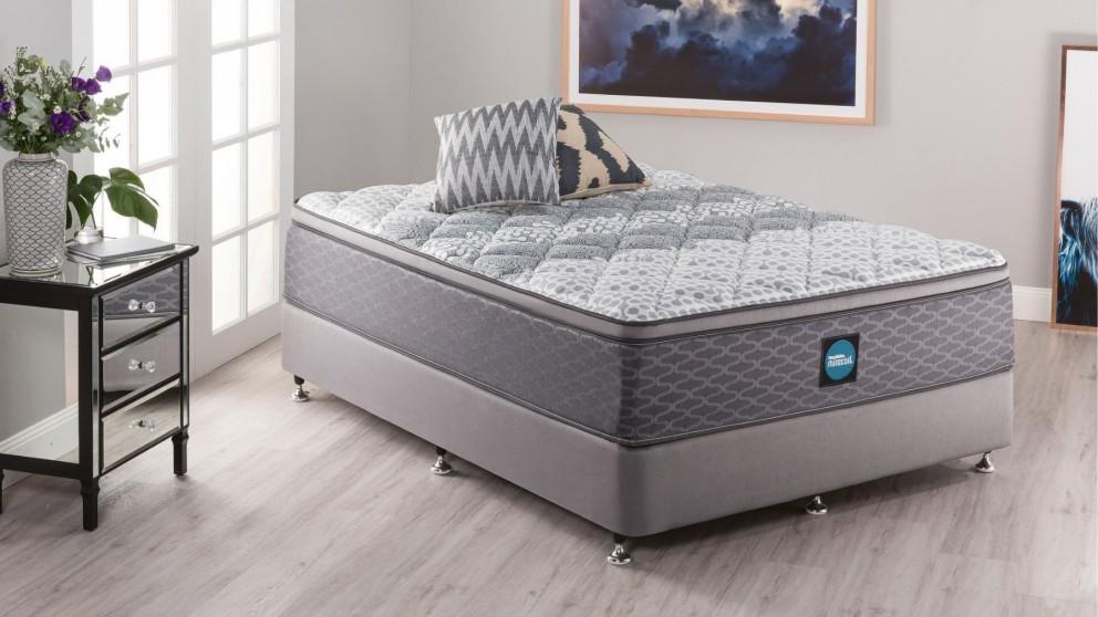 SleepMaker Advance Comfort Medium Queen Ensemble
