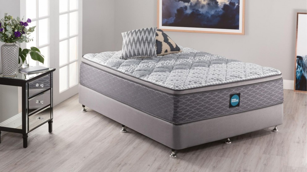 SleepMaker Advance Comfort Medium King Ensemble