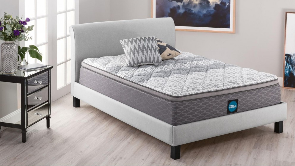 SleepMaker Advance Comfort Medium Queen Mattress