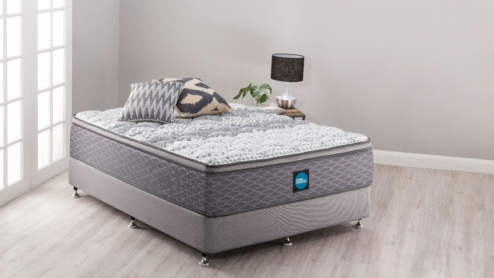 SleepMaker Advance Comfort Plush Queen Ensemble