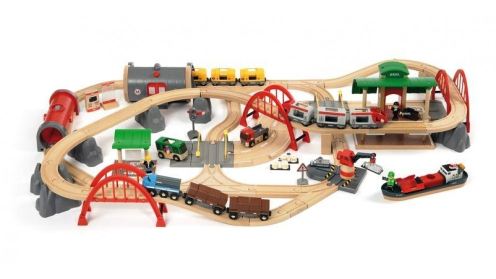 BRIO Pieces Deluxe Railway Set