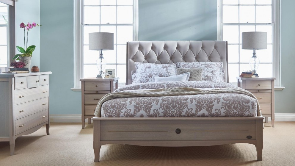 Chelmsford Queen Bed
