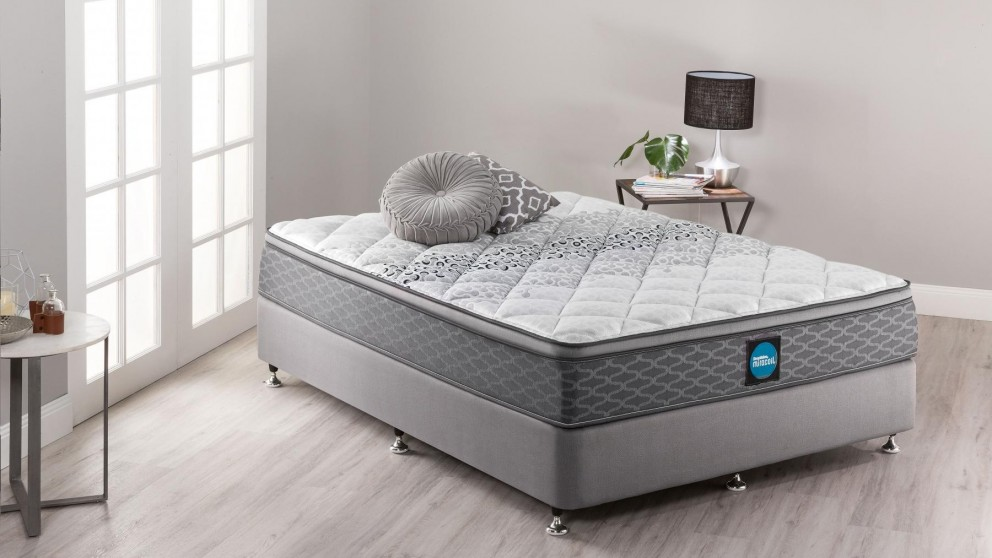 SleepMaker Miracoil Flex Comfort Medium Queen Ensemble