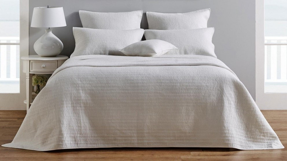 L Avenue Jamieson White Coverlet, What Size Is A Super King Bedspread