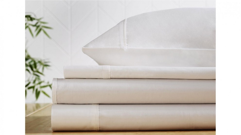 L'Avenue 300 Thread Count White Fitted Sheet - Double