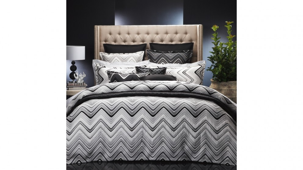 Sinatra White Queen Quilt Cover Set