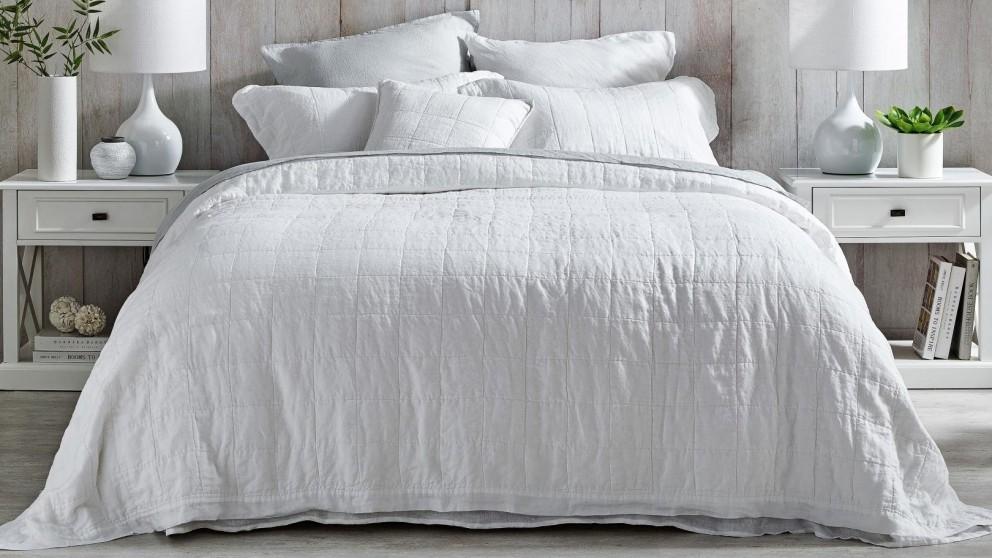 L'Avenue Linen White Coverlet Set