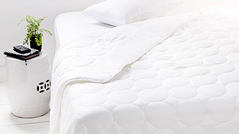 Buying Guide: Quilts & Pillows | Harvey Norman Australia : quilts and pillows - Adamdwight.com