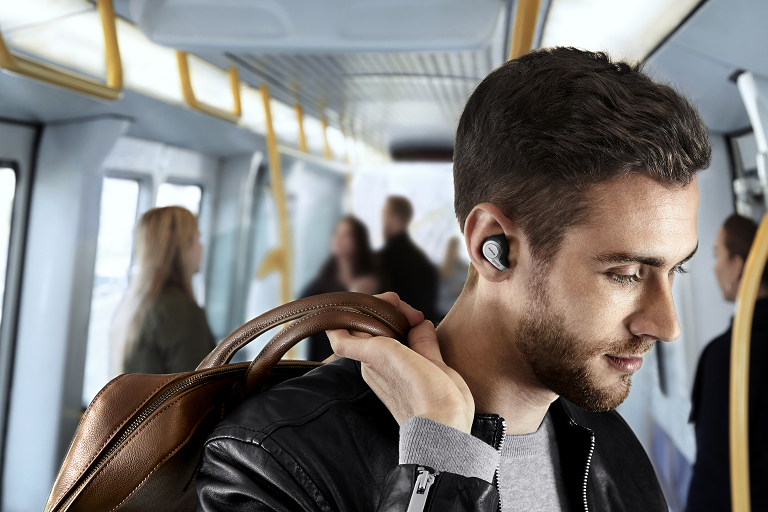 Man wearing the Jabra Elite earbuds