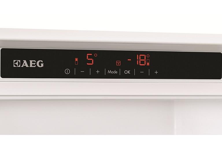 The AEG fridge's control panel and temperature display