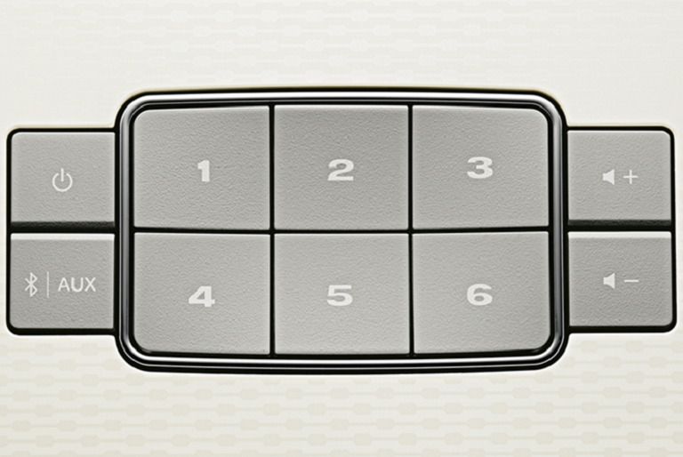 Close image of the SoundTouch 30 Wireless Music System control panel