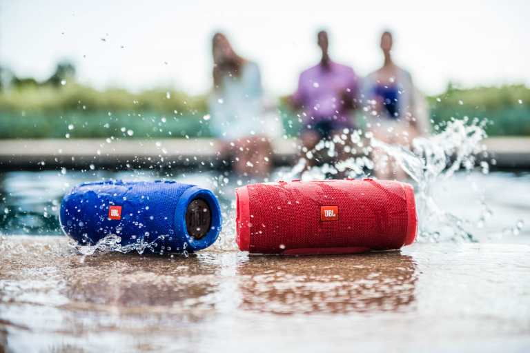 splashing speakers