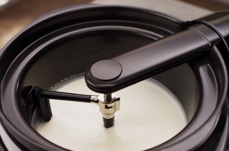 Making yoghurt in the Multi Cooker with Stir Tower