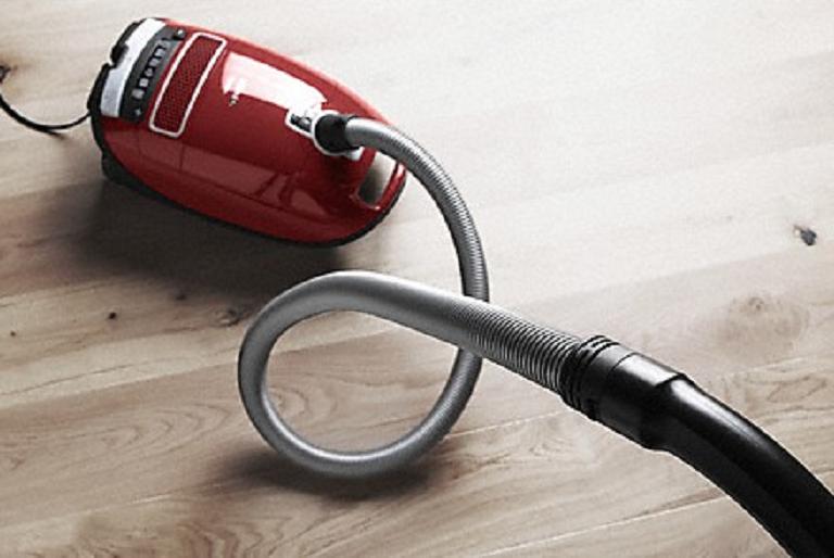 The Complete C2 vacuum cleaning hardwood floors