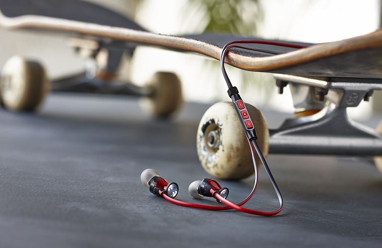 Momentum In-Ear iOS and 