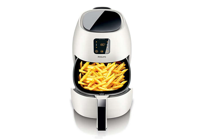 The Philips Airfryer open showing freshly fried chips