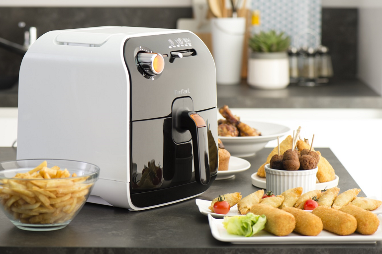 Dishes prepared by the DeLonghi Fryer