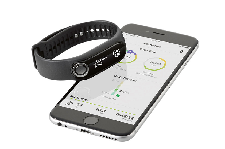 The TomTom Touch pairs wirelessly with your smart phone